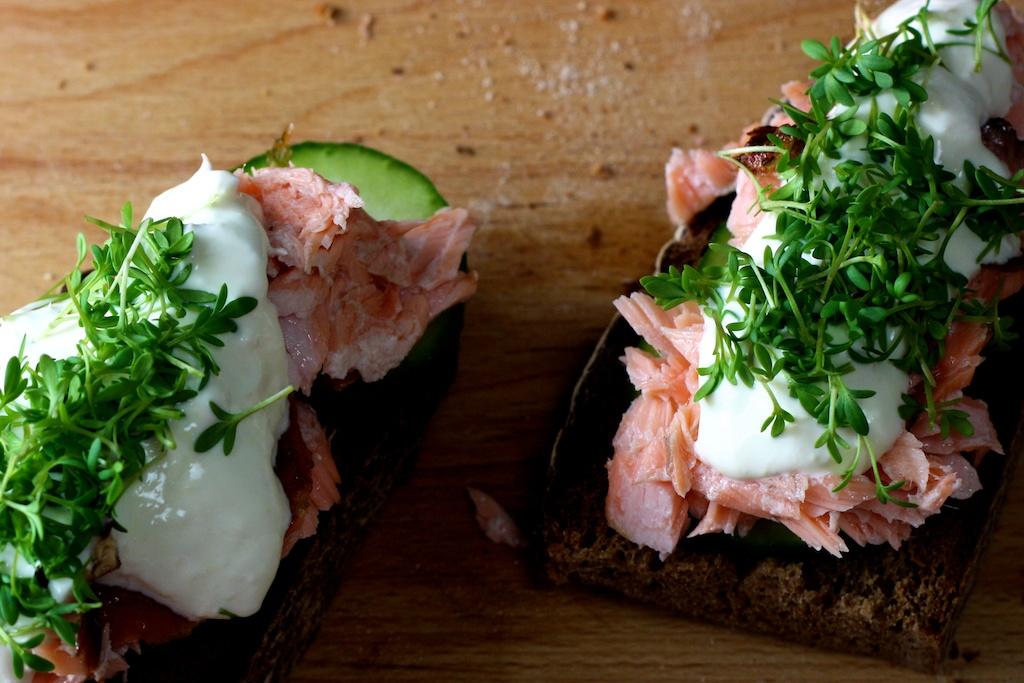 Sandwich mit gezupftem Lachs