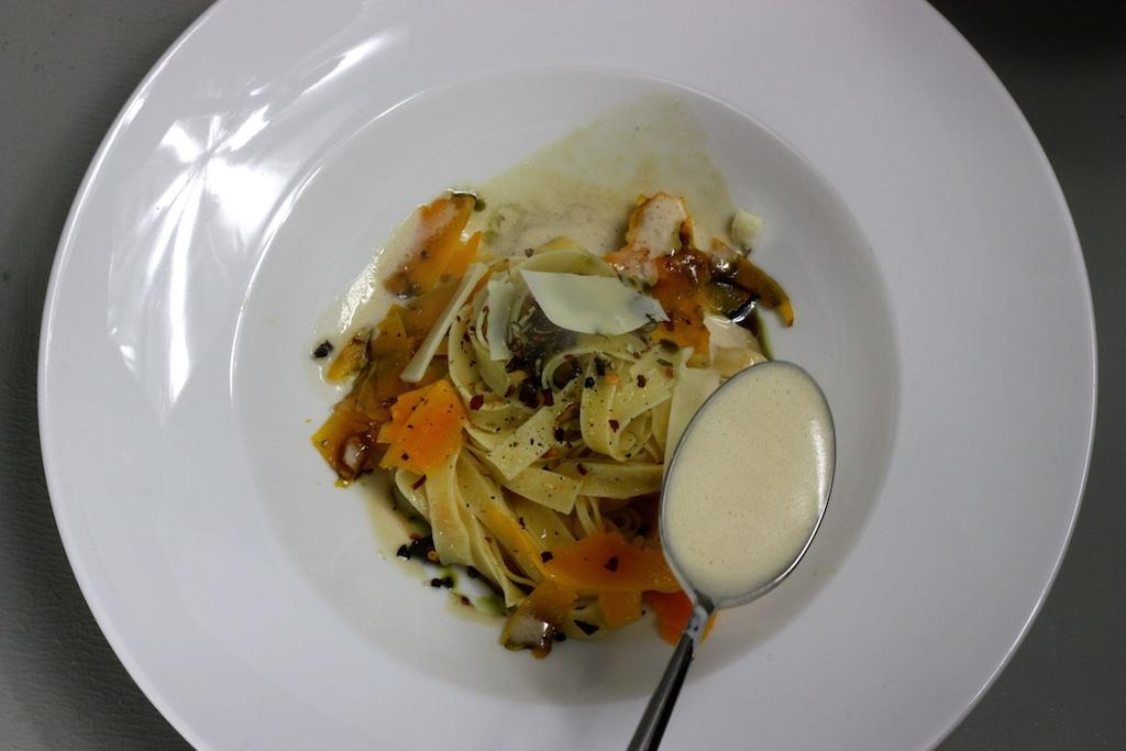 Kuerbis-Pasta mit Steinpilzschaum3