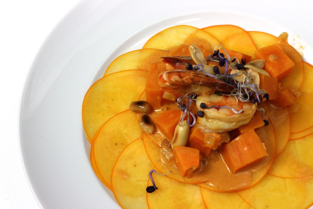 Massaman-Curry auf Kaki-Carpaccio