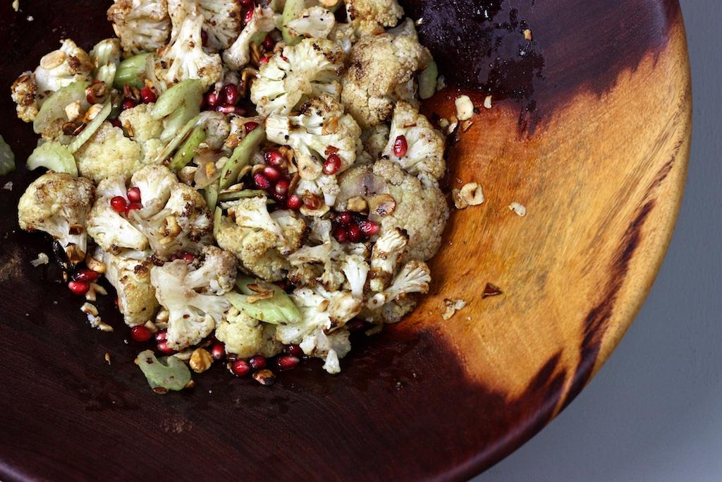 Salat von geröstetetem Blumenkohl und Haselnüssen