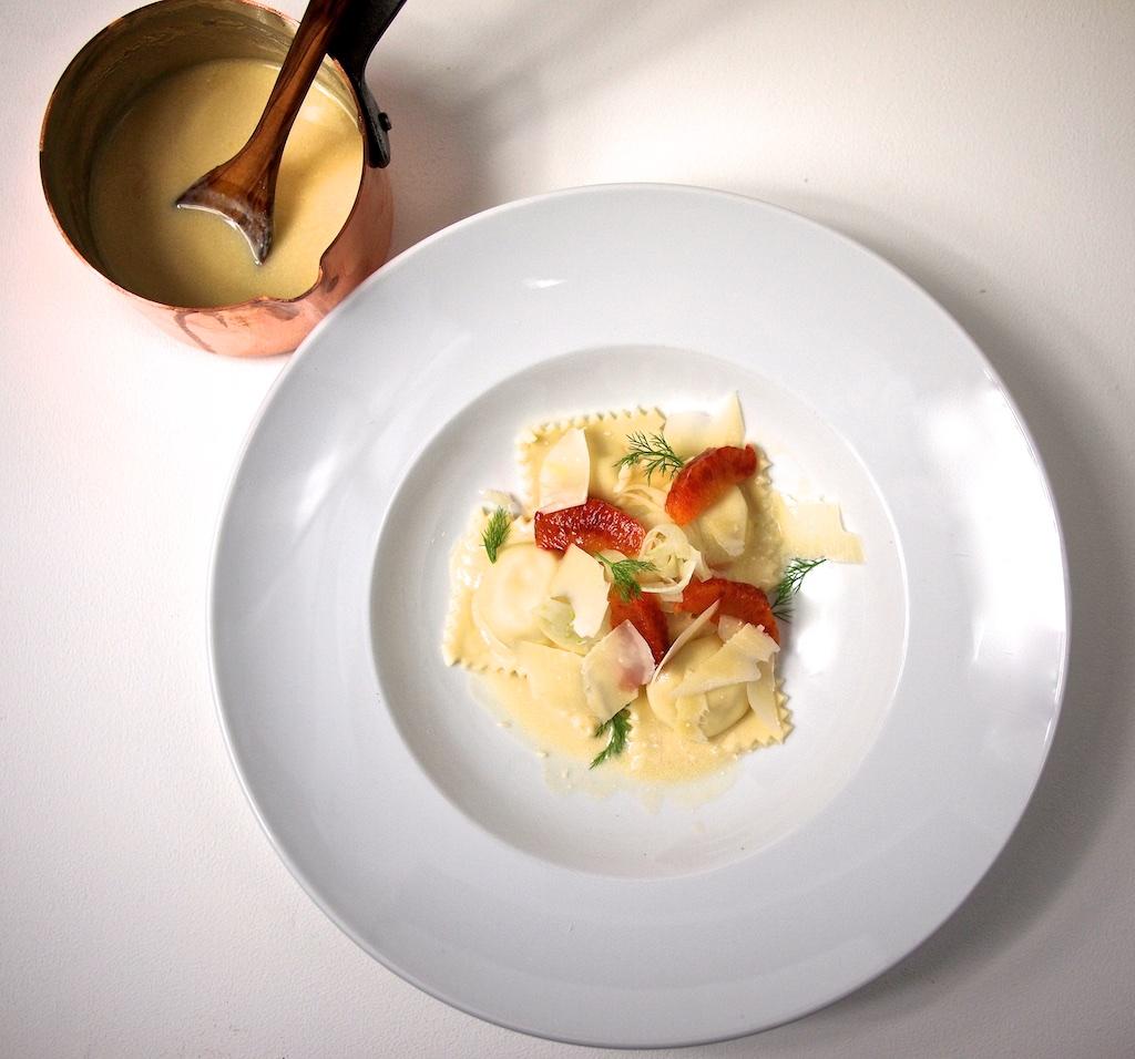 Forellen-Ricotta-Ravioli mit Orangen-Wermut-Beurre blanc