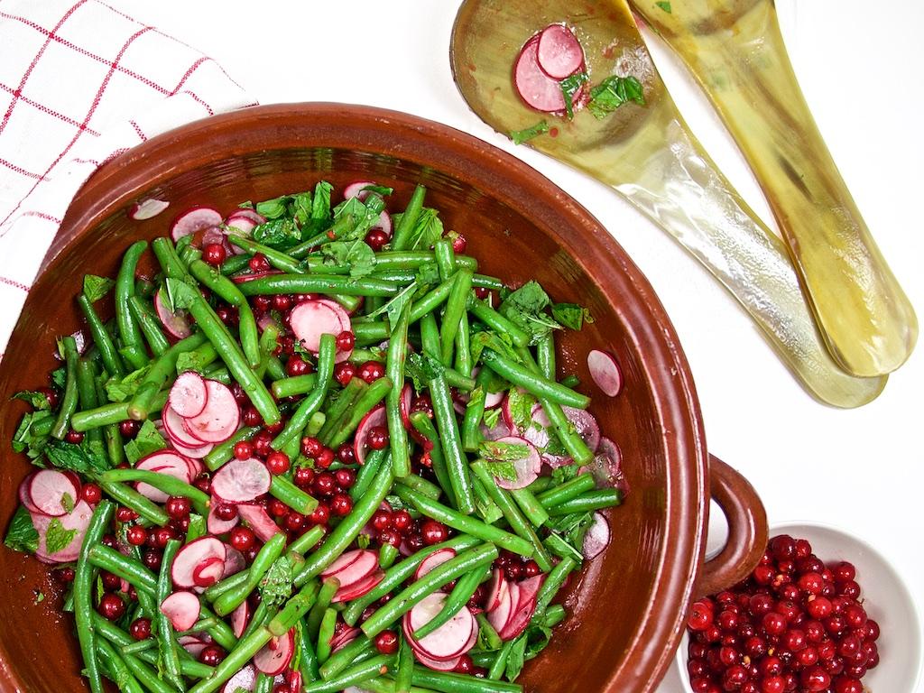 Italienischer Schweinerollbraten mit Bohnen-Johannisbeer-Salat