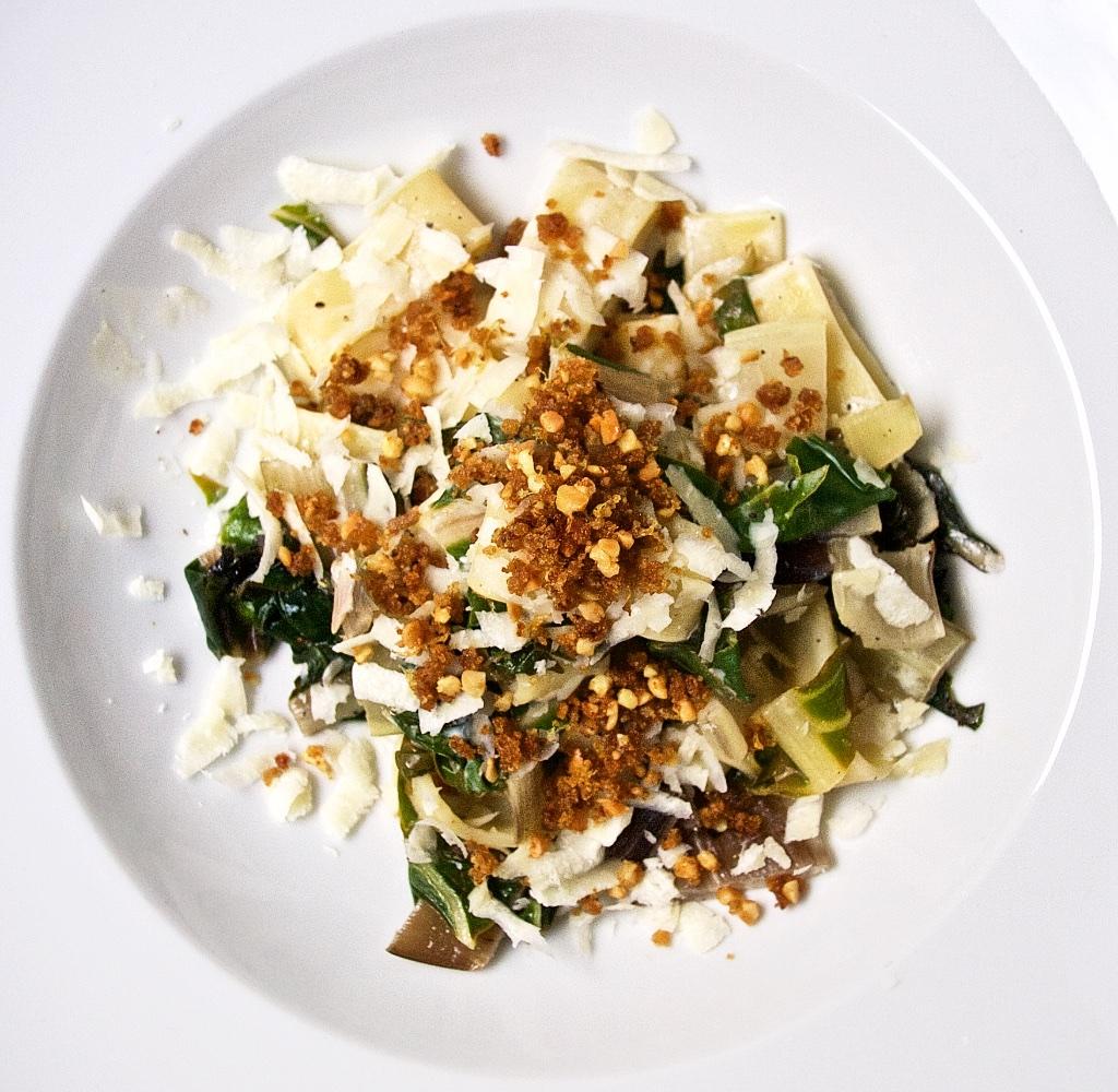Ziegenkäse-Zitronen-Pasta mit Mangold und Mandel-Gremolata