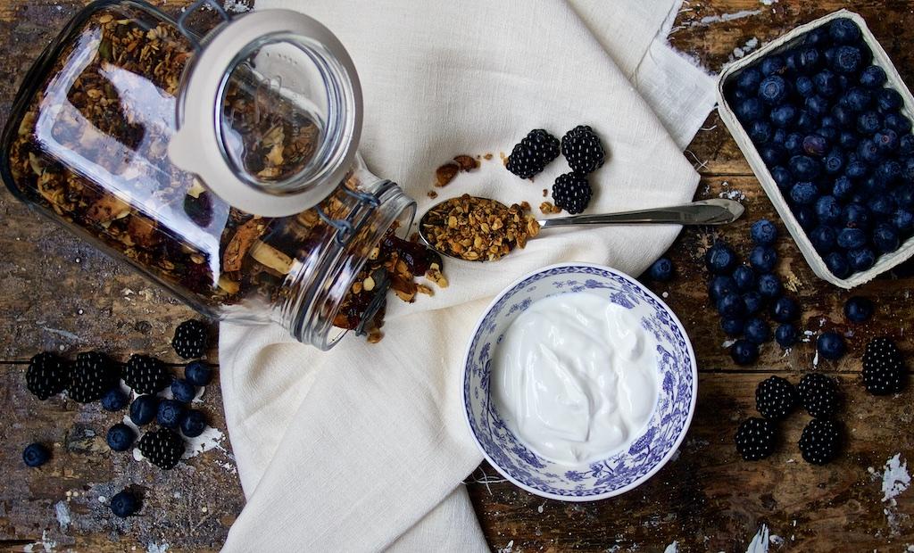 Knuspermuesli mit Pistazien, Rosmarin und Cranberries1