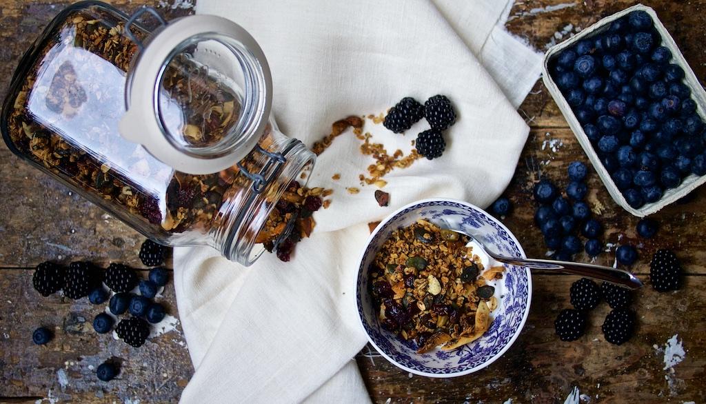 Knuspermüsli mit Cranberries, Pistazien und Rosmarin