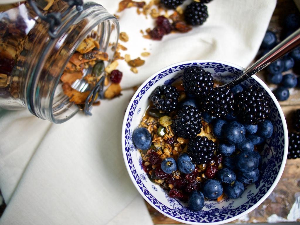 Knuspermuesli mit Pistazien, Rosmarin und Cranberries4