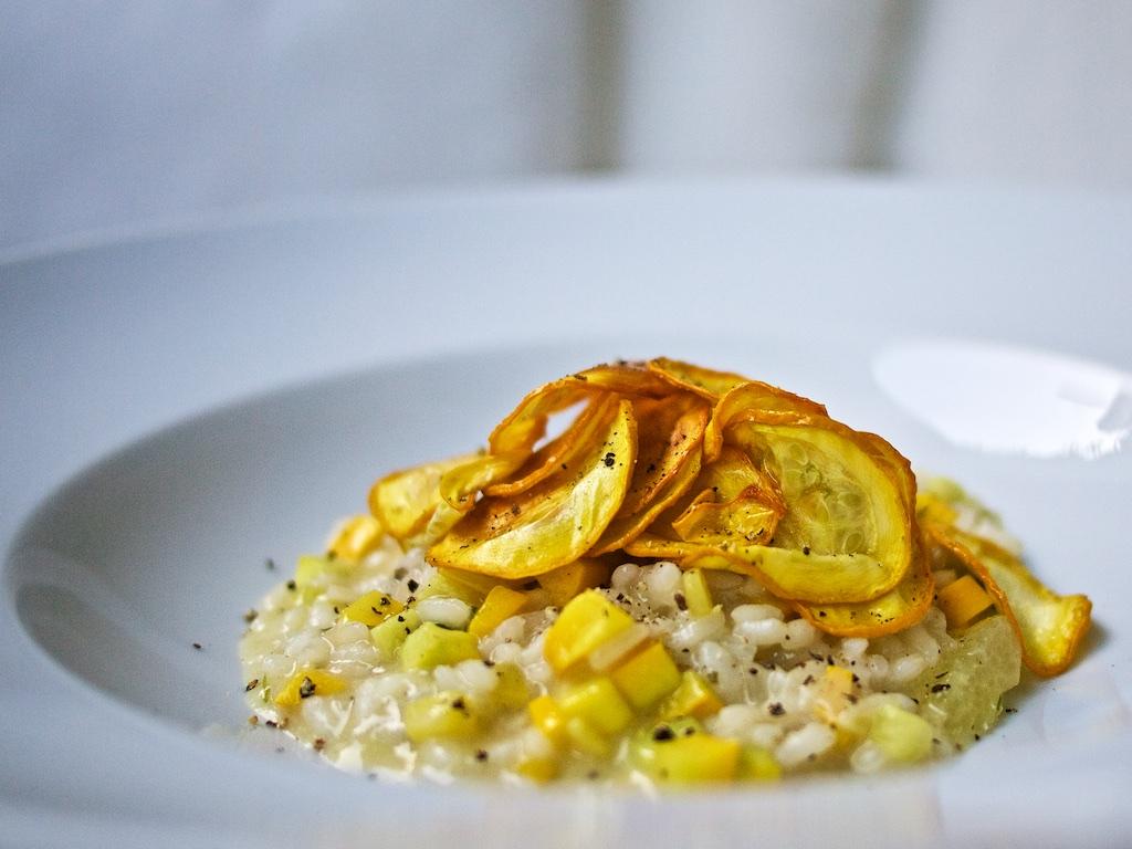 Zucchini-Zitronen-Risotto mit Zucchini-Chips