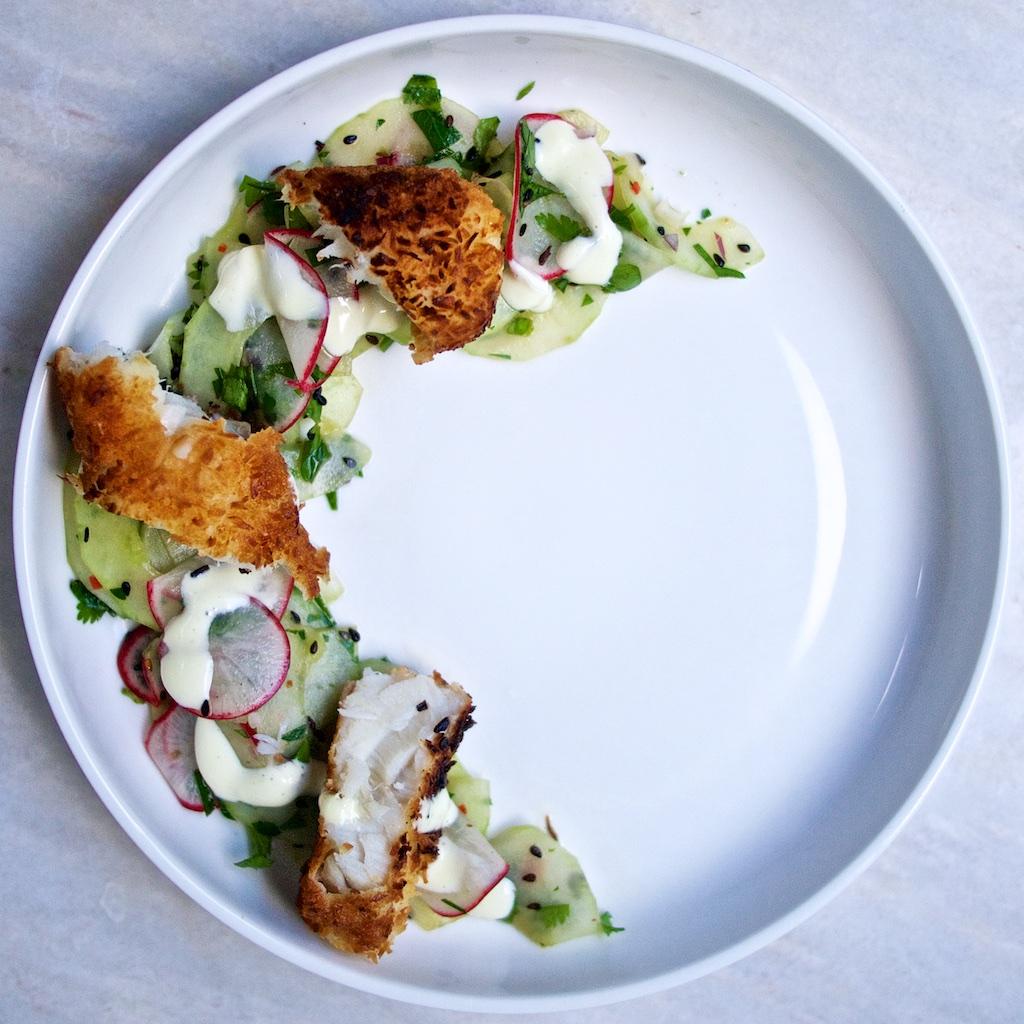 Asiatische Fischstaebchen mit Gurkensalat und Wasabi-Remoulade