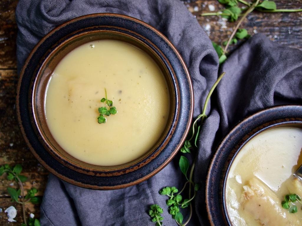 Kartoffel-Apfel-Suppe mit Räucheraal