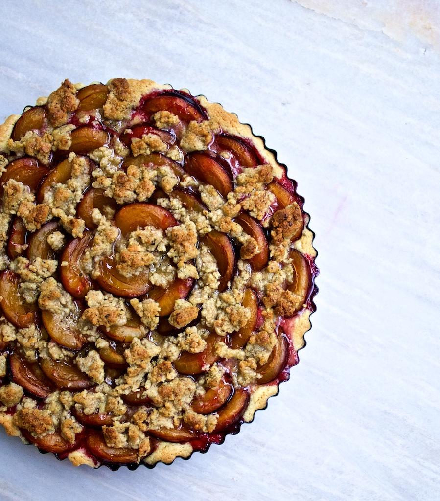 Pflaumen-Kuchen mit Rosmarin-Walnuss-Streuseln