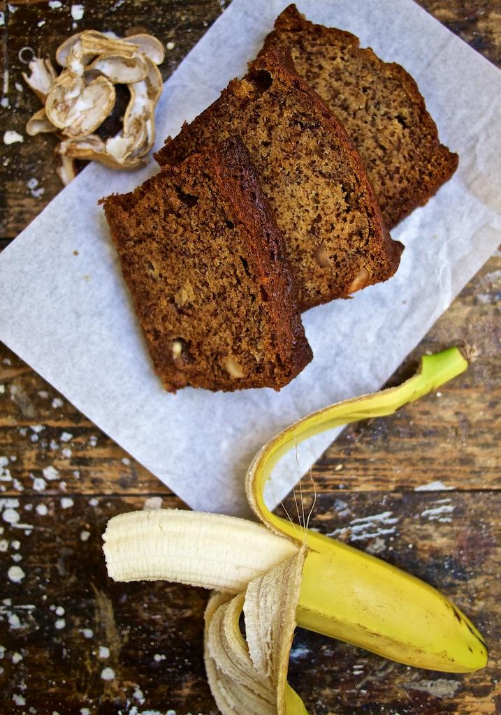 Bananenbrot mit Erdnuss und weisser Schokolade