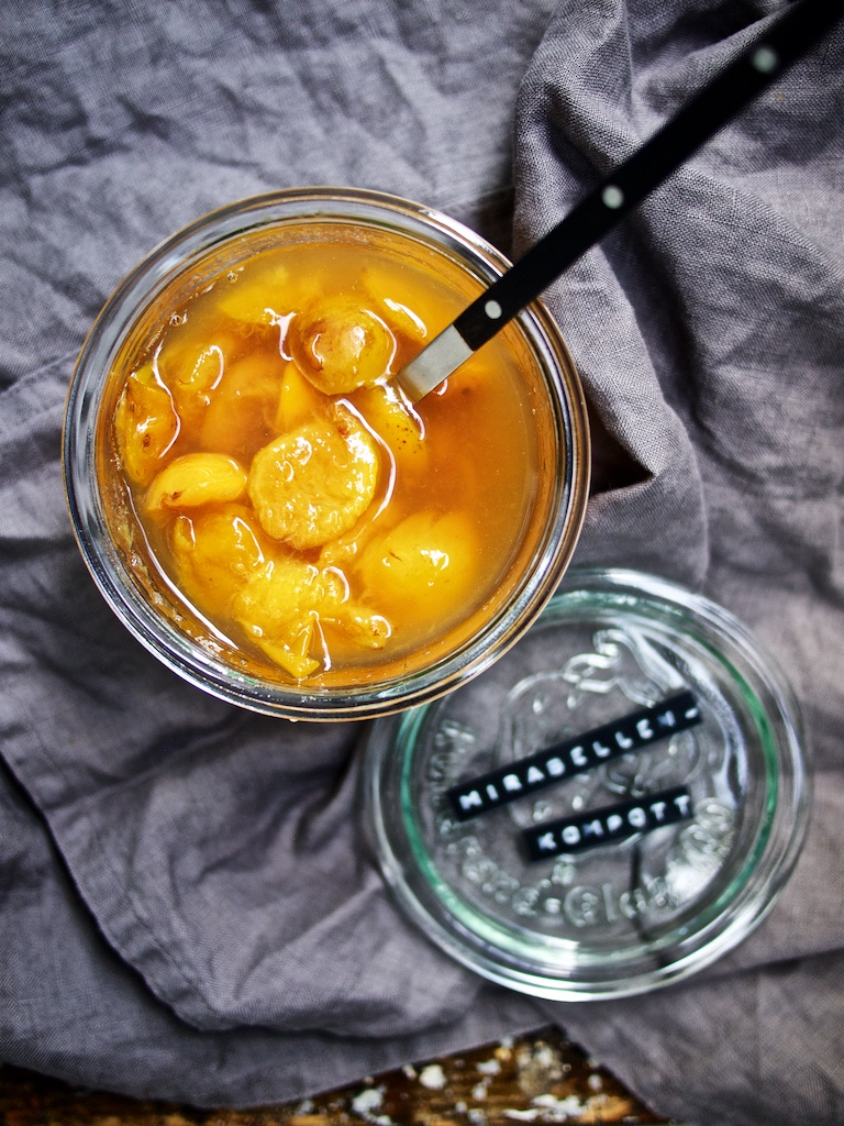 Chai-Chia-Pudding mit Mirabellenkompott