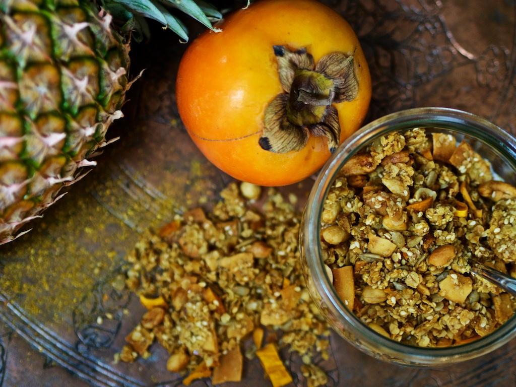 Curry-Muesli mit Sesam und Mango