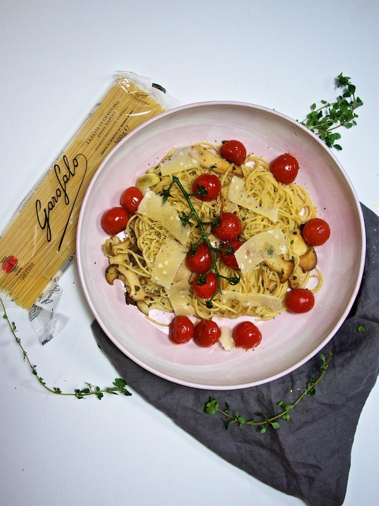 Spaghetti mit Kräuterseitlingen und geschmorten Tomaten