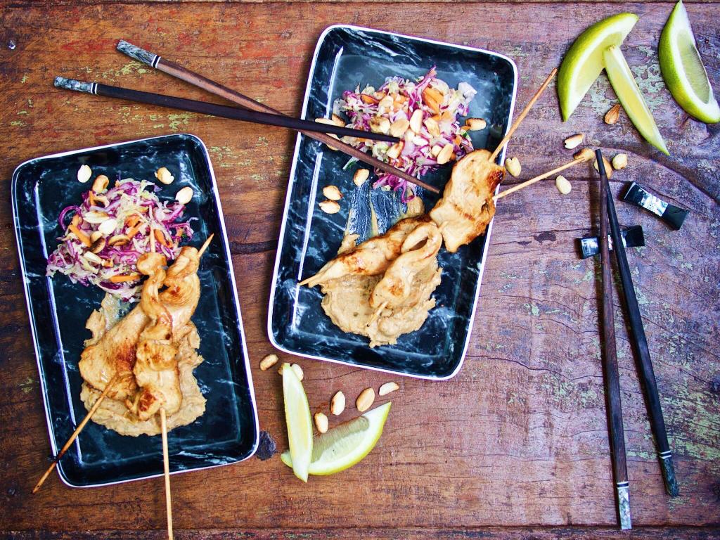 Saté-Spieße mit Asia-Coleslaw