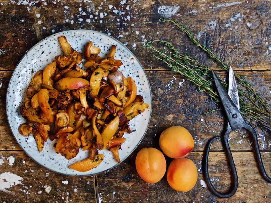 Porchetta mit Pfifferling-Aprikosen-Gemüse