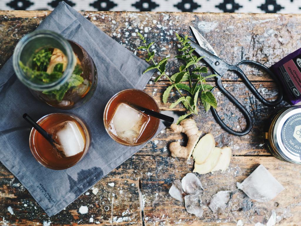 Rooibos-Eistee mit Ingwer und Minze (gesponsert)