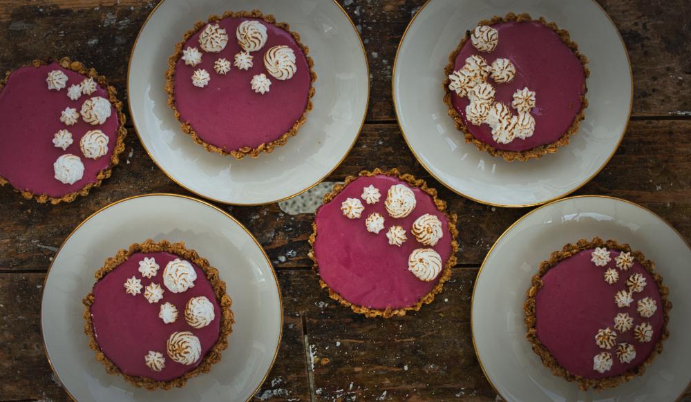 Waldbeeren-Tartelettes mit Himbeersorbet