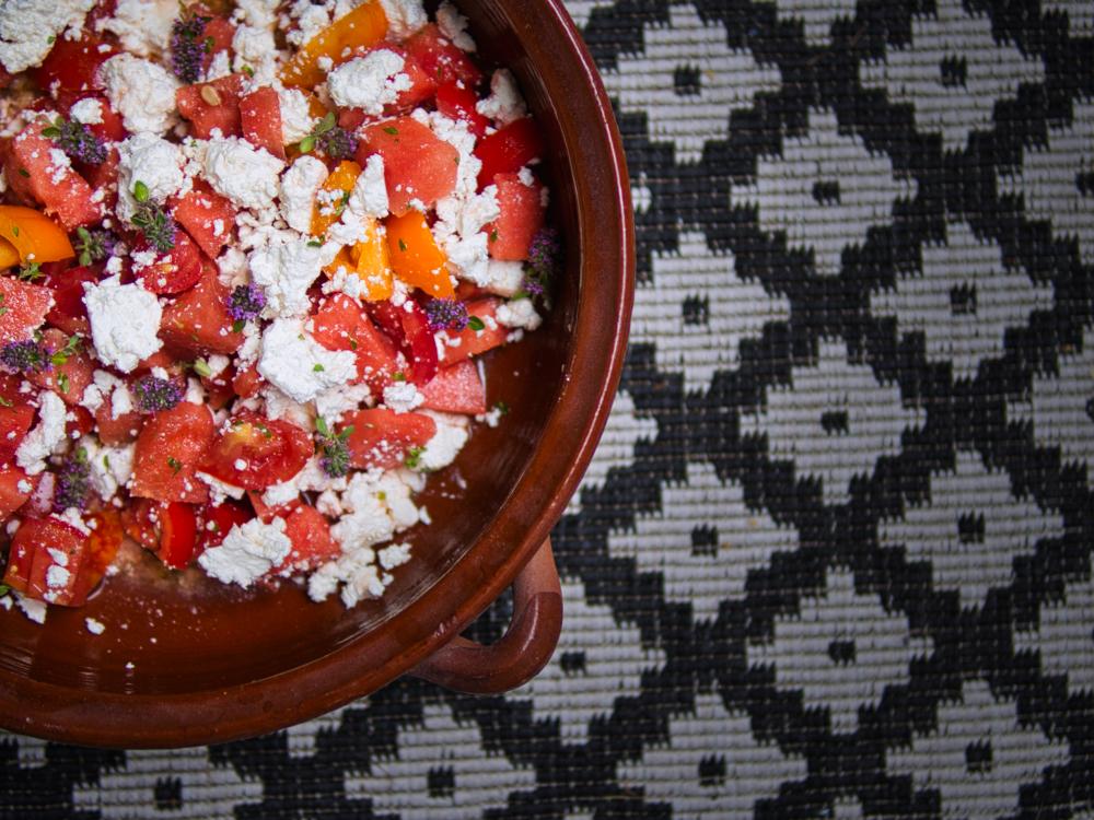 Tomaten-Wassermelonen-Salat mit Feta und Thymian