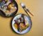 Schmetterlinghuhn mit Trauben und Thymian